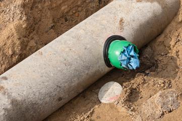 Kernlochbohrung in einem Betonrohr mit eingesetztem Sattelstück
