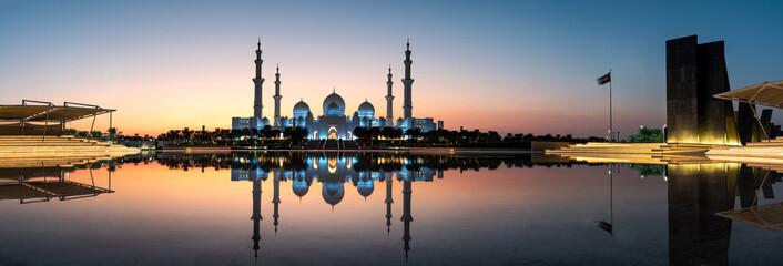 Aluminium Prints Abu Dhabi Mosque reflected on the water in Abu Dhabi emirate of UAE