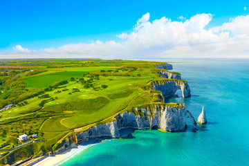 Poster Blauw Picturesque panoramic landscape on the cliffs of Etretat. Natural amazing cliffs. Etretat, Normandy, France, La Manche or English Channel. Coast of the Pays de Caux area in sunny summer day. France