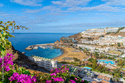 Wall mural Landscape with  Puerto Rico village and beach on Gran Canaria, Spain