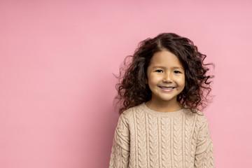 Portrait of beautiful little girl Fototapete