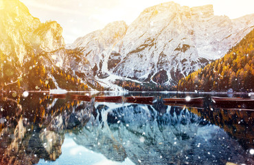 Photo sur Aluminium Jaune de seuffre Braies lake in winter time with snowfall.