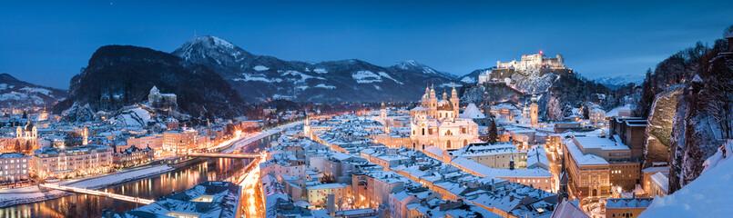 Salzburg panorama at Christmas time in winter, Austria Fototapete