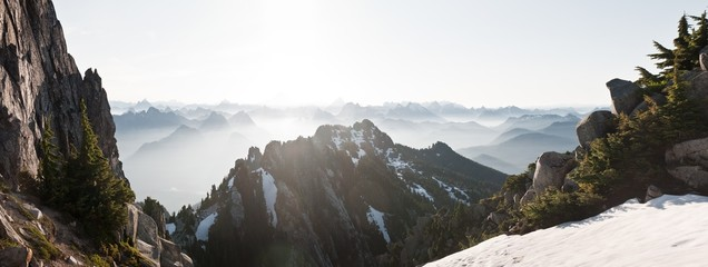 Mount Pilchuck in the Washington Glaciers covered in the snow with summits on the blurry background Fototapete