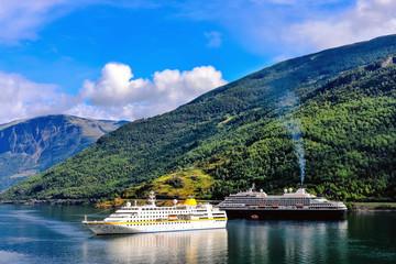 Papiers peints Bleu nuit beautiful landscapes of the fjords of norway