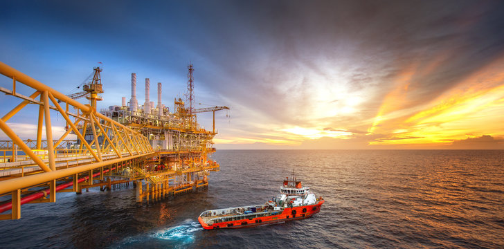 Rig platform and Supply vessel in the gulf