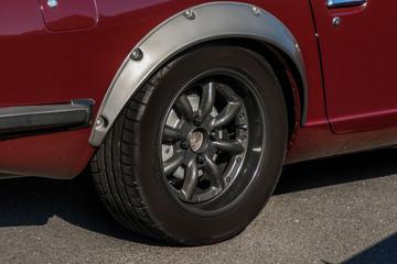 車のホイールとタイヤ old  Wheel of the car