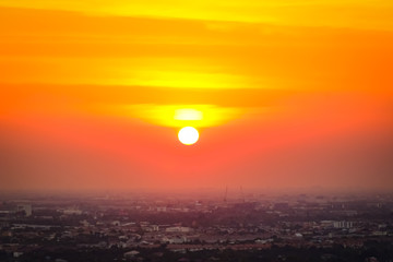 Türaufkleber Koralle Sunrise sunset in the city with selective focus on the sun