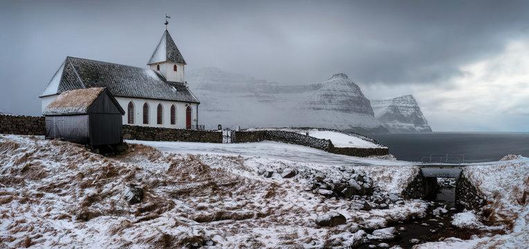 Vidareidi white church