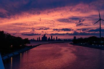 Fototapeten Hochrote sunset over the city