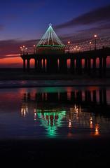 Fototapete - Sunset with sand beach and silhouette of Manhattan Beach Pier, California