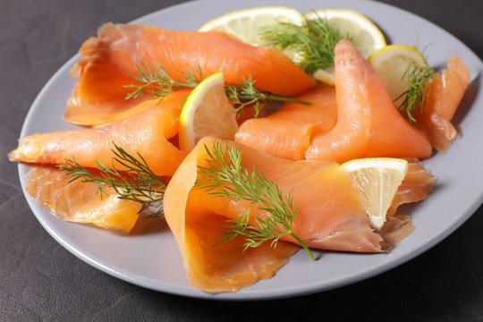 smoked salmon with lemon and dill