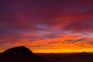 Photo sur Plexiglas Bordeaux aerial view of fiery sunset sky in the mojave desert
