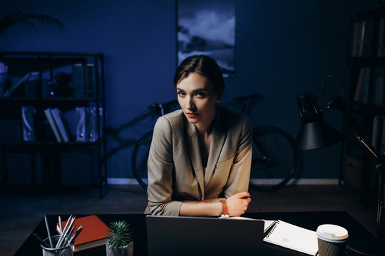 Bussiness woman in office at the table