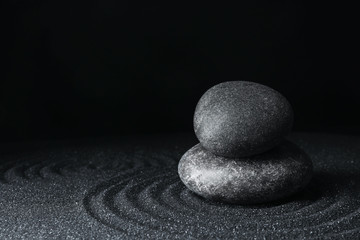 Photo sur Plexiglas Zen pierres a sable Spa stones on black sand with beautiful pattern, space for text. Zen and harmony