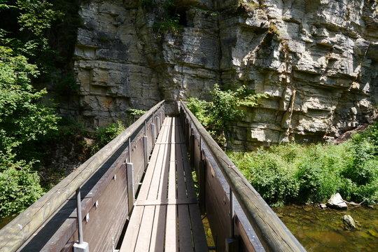 Brücke zum Fels