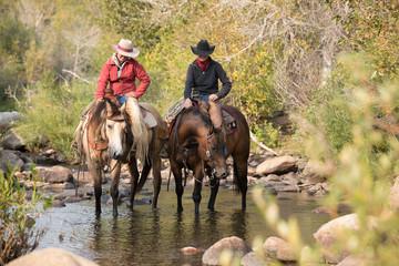 Cowgirl Crossing Creek Papier Peint