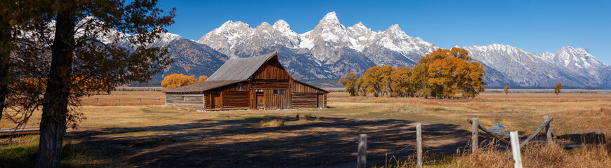 T.A. Moulton Barn within Mormon Row Historic District in Grand Teton National Park, Wyoming - The most photographed barn in America Fototapete