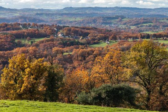 Donzenac (Corrèze, France) - Vallée de la Vézère en automne