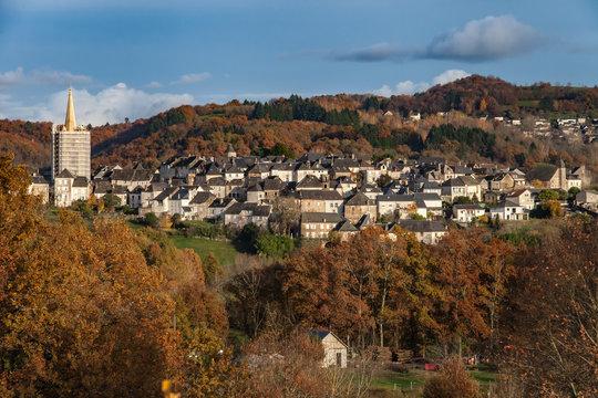 Donzenac (Corrèze, France) - Vue automnale de la cité médiévale