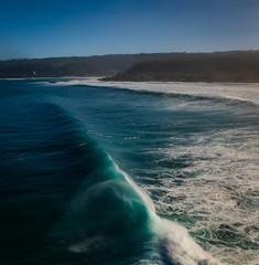 Fototapete - waves crashing on the beach
