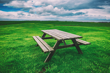 In de dag Groene Picnic table in Iceland