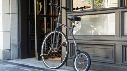 前輪の大きな自転車ペニーファージング