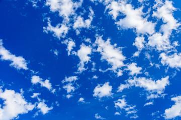 Türaufkleber Dunkelblau White fluffy clouds in the blue sky