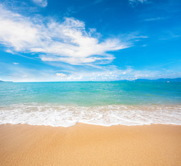 Fototapete - beautiful sandy beach and tropical sea