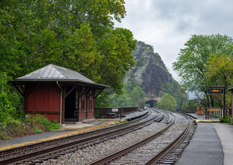 Foto op Textielframe Spoorlijn Railroad Tracks at Harpers Ferry in West Virginia