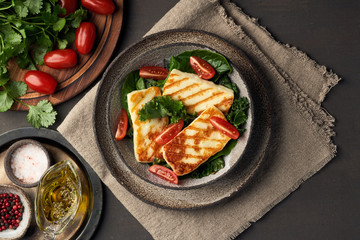Photo sur Aluminium Chypre Cyprus fried halloumi cheese with healthy green salad. Lchf, pegan, fodmap, paleo, scd, keto diet.
