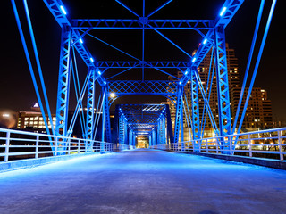 Fotobehang Nacht snelweg Grand Rapids Blue Bridge Downtown