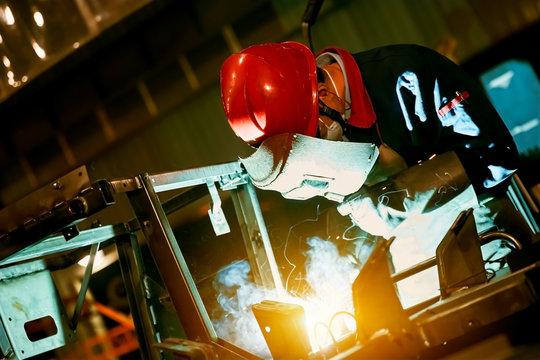 Manual welding electric welder sprays Mars