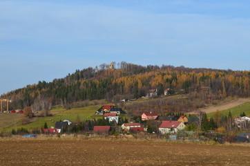 Fototapeta Sosnówka koło Karpacza, widok na zamek ksiecia Henryka, jesień
