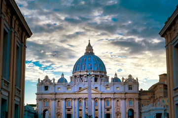 St. Peter's Basilica and St. Peter's Square located in Vatican City near Rome, Italy. Fotomurales