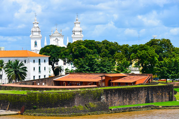 Photo sur Toile Brésil View of our Lady of Grace Cathedral and Presepio Forte in city Belem. Old historical buildings