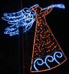Fototapeta anioł grający świąteczne oświetlenie uliczne