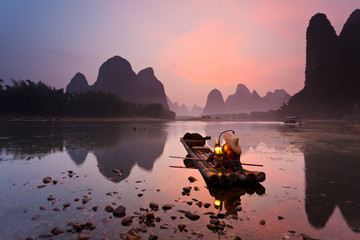 Foto auf Gartenposter Guilin Cormorant fisherman on the Li River, near the town of Xingping in Guangxi province, China. This area is renowned for its Karst topography.
