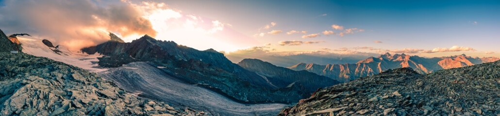 Foto auf Acrylglas Lachs italy alps awesome cloudy sunset view