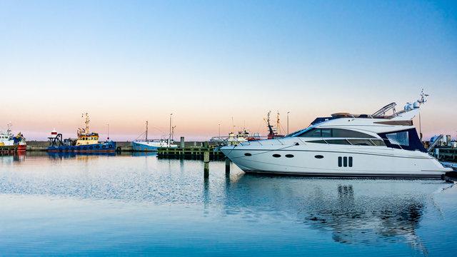 Luxus Yacht im Hafen