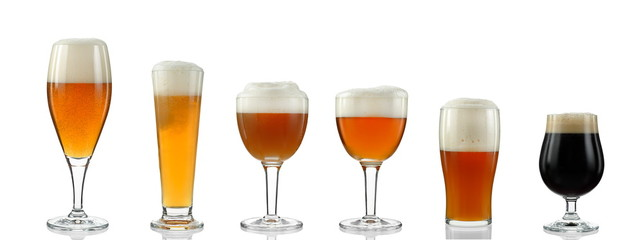 In de dag Alcohol glasses with various types of beer