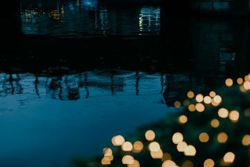 Gouttes de Pluie sur l'eau & bokeh de Noël