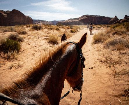 Reiten im Monument Valley, USA