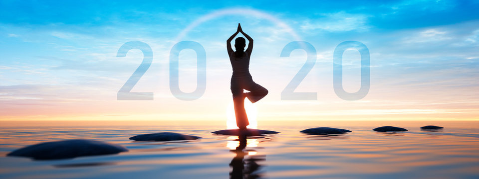 Yoga 2020 Sonnengruß im Sonnenaufgang