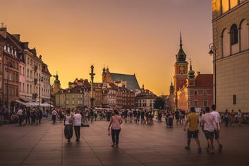 Obraz Złoty zachód słońca na Warszawskim placu zamkowym - fototapety do salonu