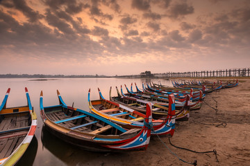 Keuken foto achterwand Gondolas ubein bridge with sunrise