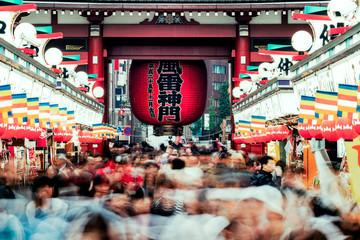 Sincere/Crowd of people walking on Nakamise Dori street of the Asakusa Kaminarimon in Tokyo, Japan Fototapete