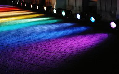 地面を照らすカラフルな照明 Fototapete