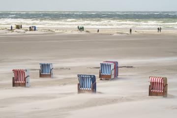 Fototapete - Stürmisches Wetter am Strand auf Amrum an der Nordseeküste