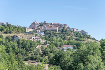 Fotorolgordijn Olijf Moliterno uphill village, Italy